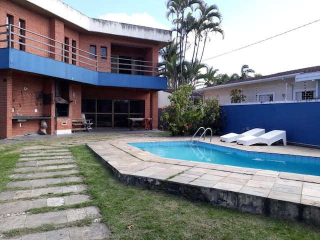 Entire house, barbecue, pool, in Enseada