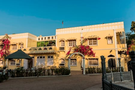 Garden Palace Heritage Homestays Balasinor