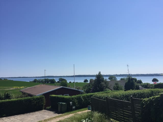 Sommerhus med fantastisk udsigt - Aabenraa - House