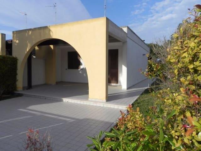 Villa angolare a Torre Saracena - Torre dell'Orso - Torre Saracena - Casa