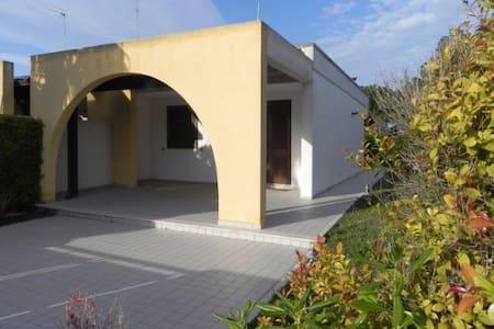Villa angolare a Torre Saracena - Torre dell'Orso - Torre Saracena