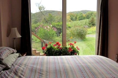Private bedroom in Country Home - Ashfield - Dom