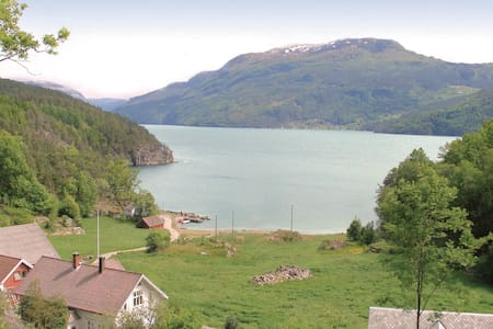 Holiday cottage with 2 bedrooms on 80m² in Vanvik