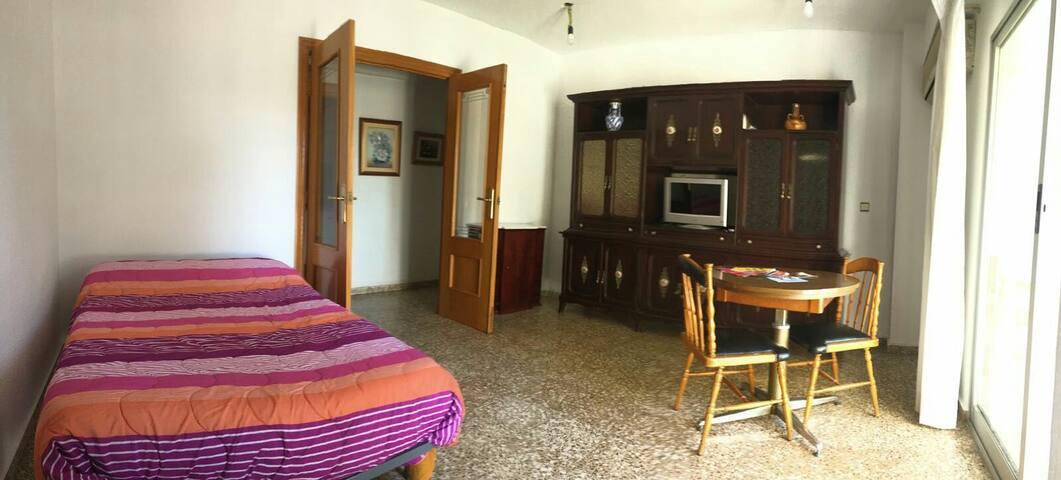 Piso a 10 minutos del centro - València - 家庭式旅館