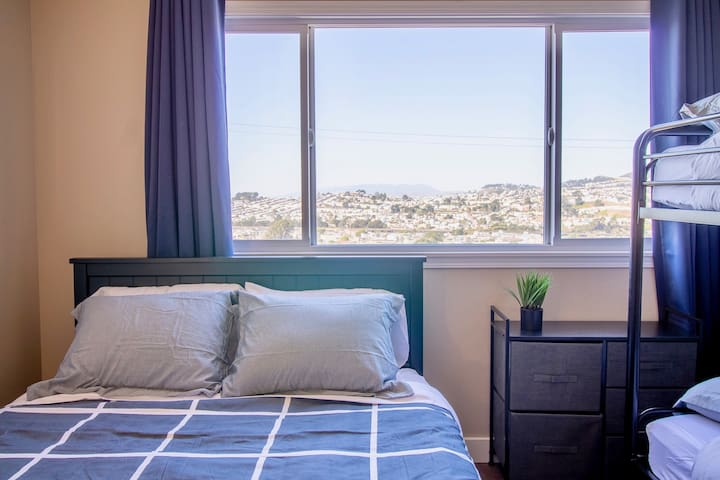 ☆ SF View ☆ BART to SF! Private Suite for 5