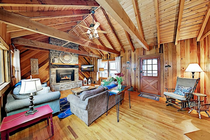 Starlight Cabin | Amazing 2-Acre Wooded Retreat