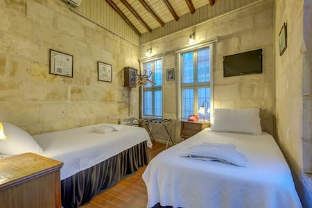 Historical Stone Mansion | Economy Twin Room