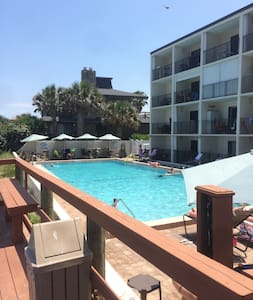 130 Direct Ocean Front 1 bedroom condo with pool