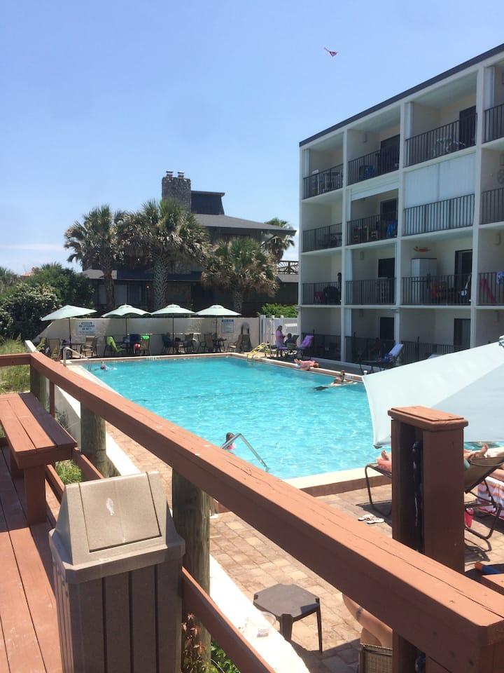 130 Direct Ocean Front 1 bedroom condo with pool