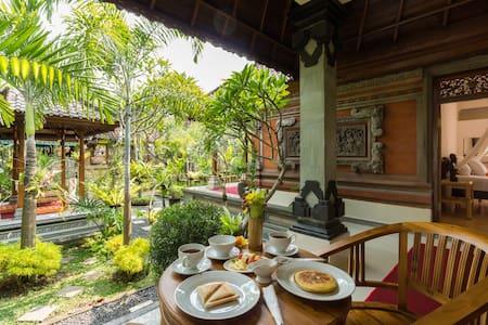 Asik Balinese Guest House - Tampaksiring - ที่พักพร้อมอาหารเช้า