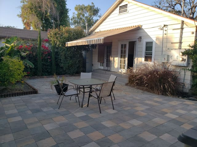 BRIGHT 2 BEDROOM HOME IN THE HEART OF CULVER CITY