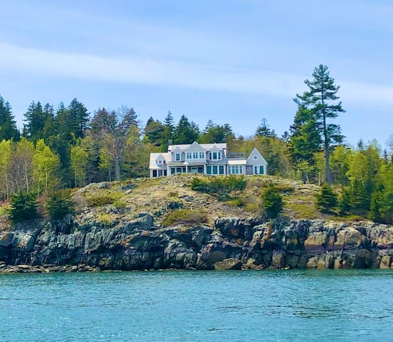 New Listing! Stunning New Build with Amazing Ocean Views!