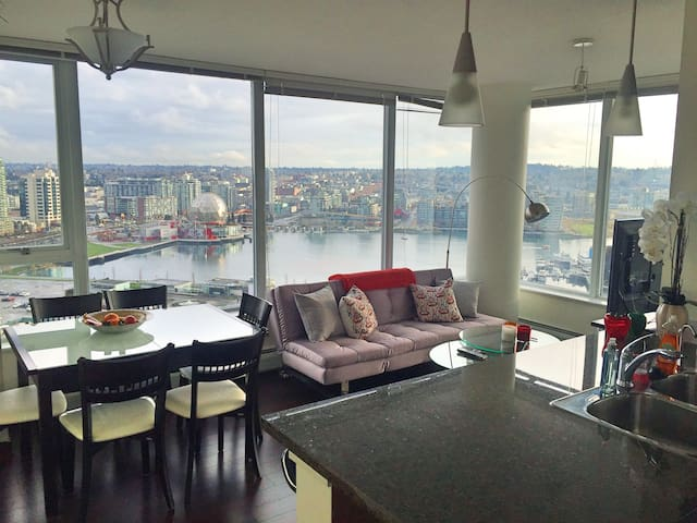 Amazing View- Luxury Condo Sleeps 6
