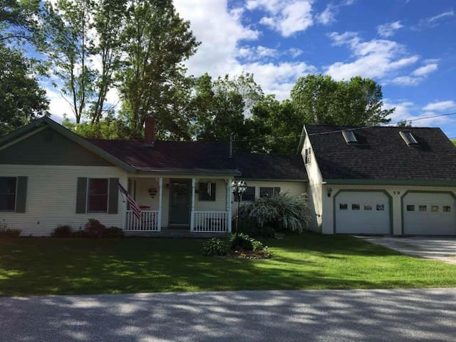Quaint, Cozy, Lovable Home near Lake Champlain