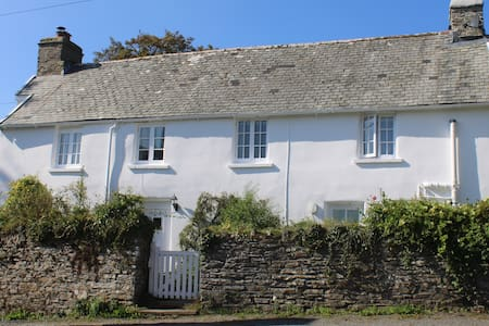 Lovely detached  16th century country hideaway