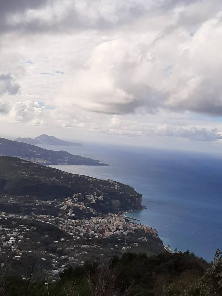 Newly refurbished private apartment near Sorrento