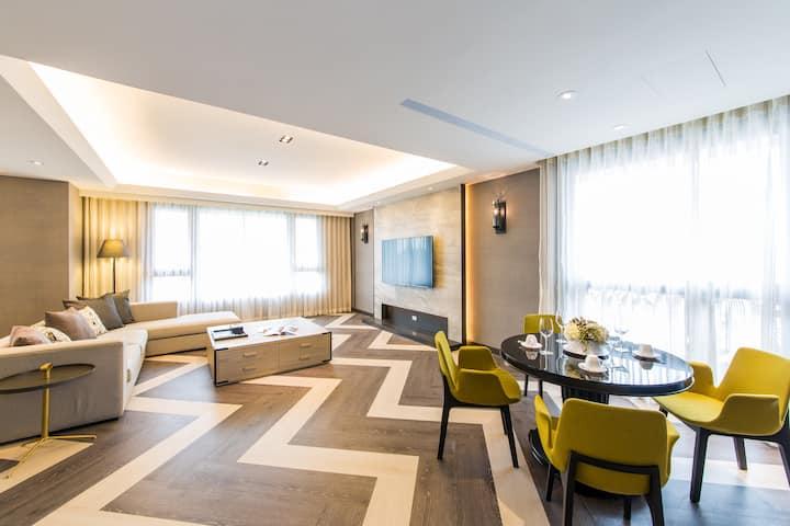 豪華公寓(11樓),4房2廳1廚3衛浴,搭車5分鐘到101大樓,步行10分鐘到捷運站