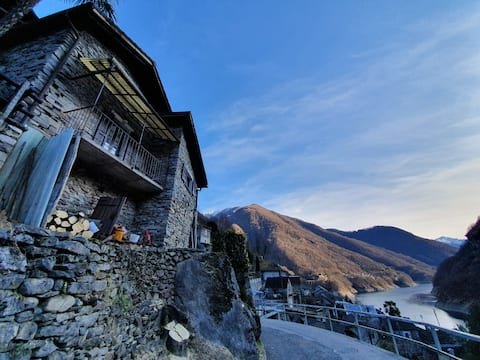 Valle Verzasca, Vogorno | Home with  lake view