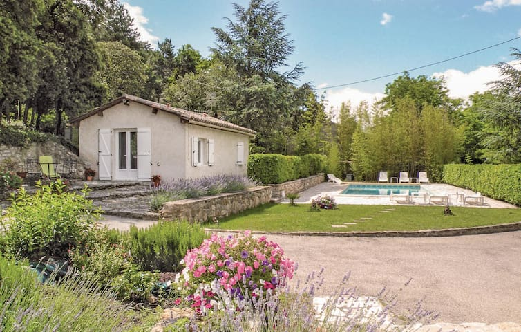 Holiday cottage with 1 bedroom on 40m² in Bollène