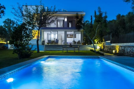 Modern villa with pool and views - Marratxinet - Hus
