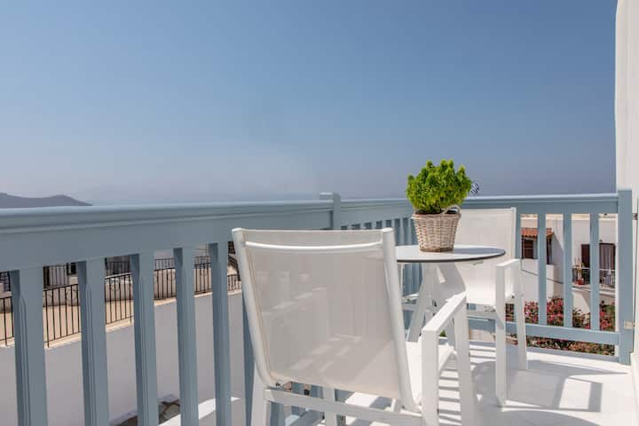 Sea view apartment with balcony in Naxos Town