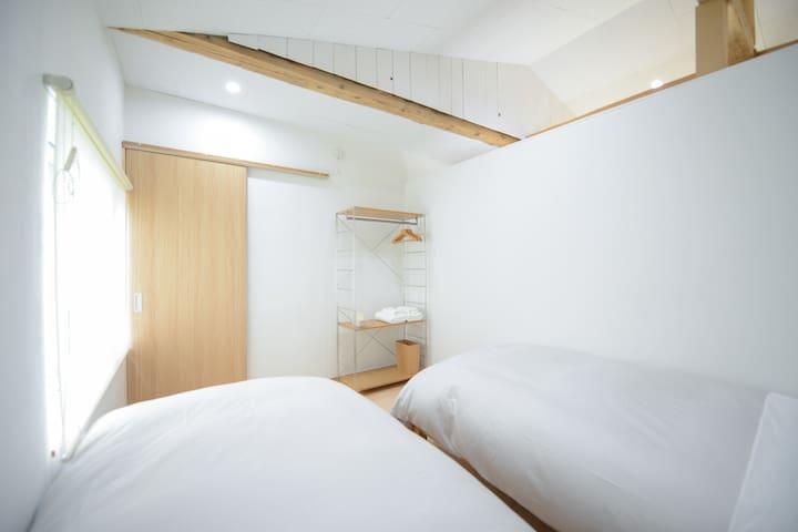 Bedroom(Single Size X 2)