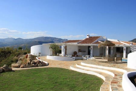 Private hilltop villa, 360º views - Canillas de Aceituno - วิลล่า