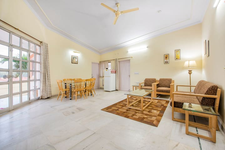 PALM HOLIDAYS Private Room,Bath & Breakfast Jaipur