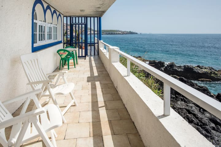 Seafront 1-bedroom apartment with impressive views