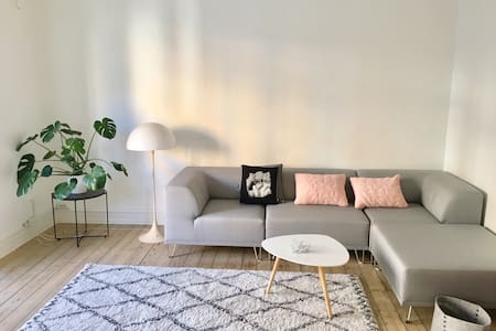 New modern home with balcony in best part of Cph. - København - Apartment