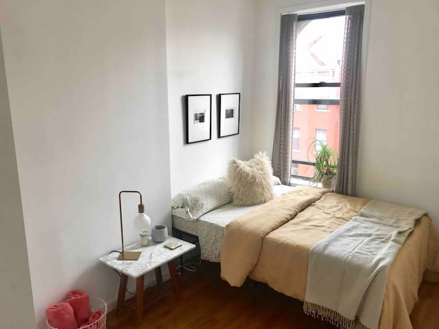 Cozy room in LES/Chinatown