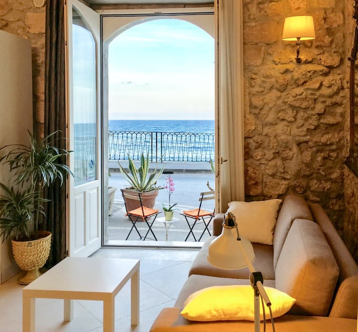 CASA CALAROSSA BEACHFRONT APARTMENT ORTIGIA
