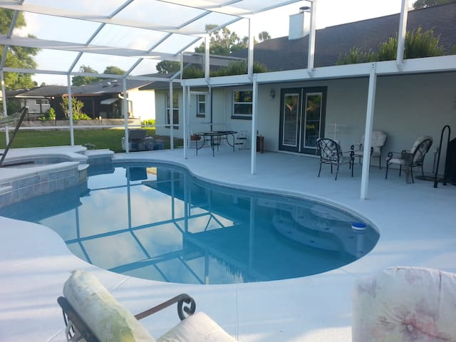 Share House With Pool Near Beaches of Daytona Area