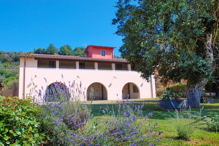 Apartment with 3 bedrooms in Terranuova Bracciolini, Arezzo, with wonderful mountain view, enclosed garden and WiFi