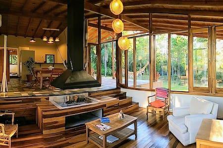 Kambá House