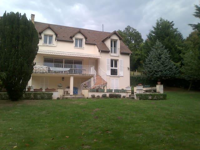 Grande propriété à 30 km de Paris, parc de 4500 m² - Jouars-Pontchartrain