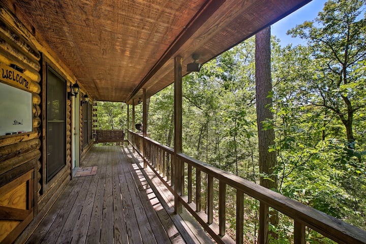 Eureka Springs Studio w/ Deck, Views & BBQ!