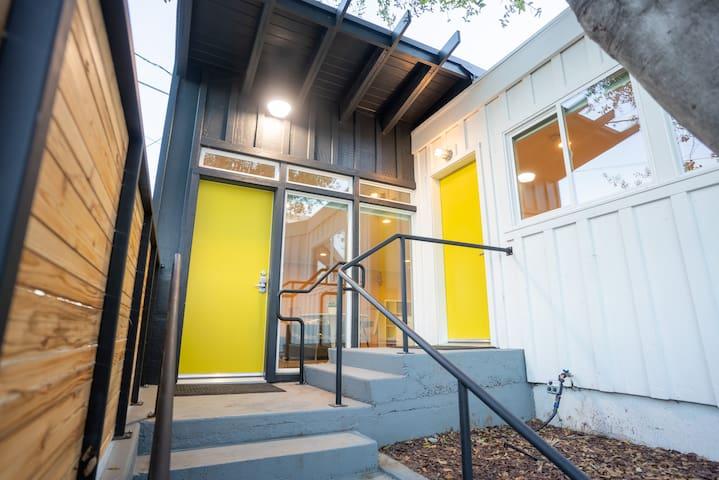 **Yuba Studio A~ Modern rebuild, walk downtown**