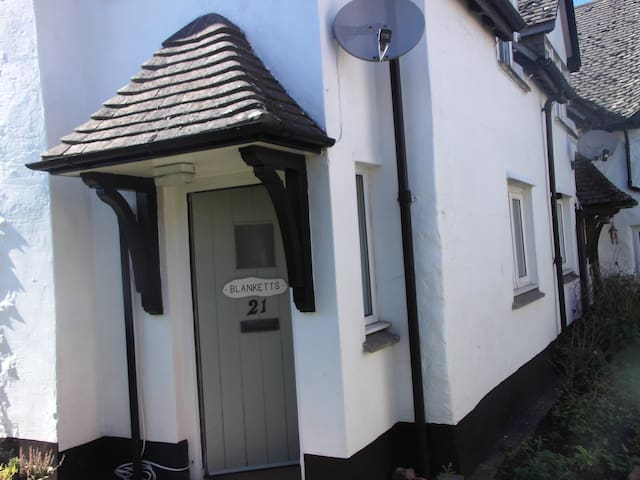 Blanketts dog friendly character cottage - Williton - House