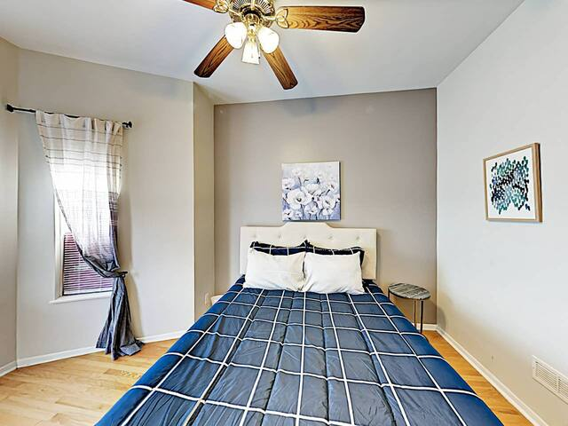 Private Room in Lincoln Park - Perfect Location!