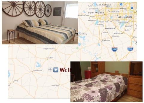 Rural Oasis: 2 Private Rooms & Private Bath