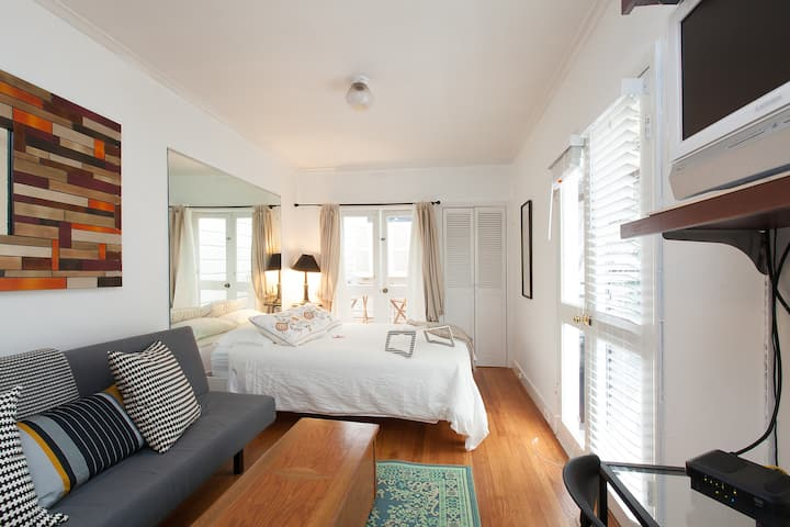 Cozy Studio Guest Suite