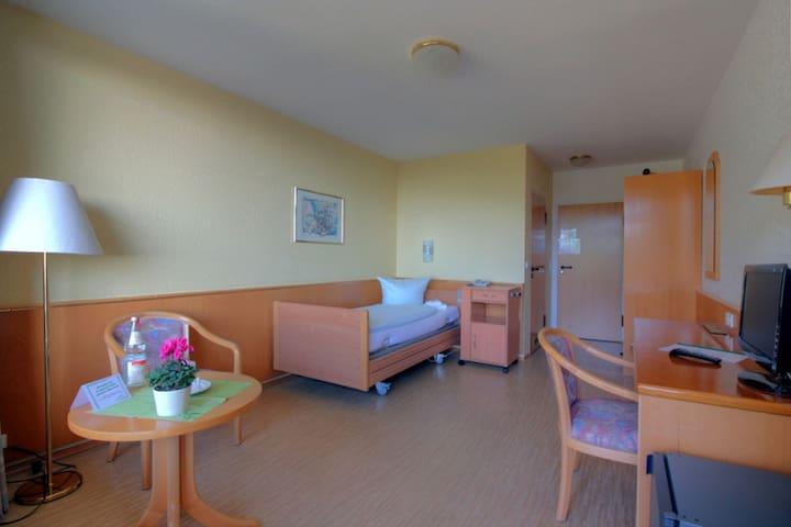 Fachkliniken Sonnenhof, (Höchenschwand), 2 Einzelzimmer mit Dusche und WC