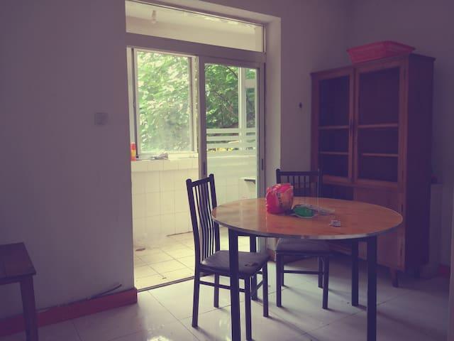 南二环交通很便利。通透三居室,住着人舒服,还可以一起做饭。 - Xian Shi - Asrama