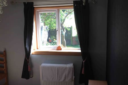 Comfortable single room with garden view