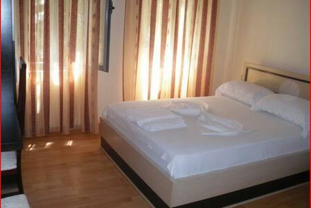 City center hotel with great view - Gjirokaster - Bed & Breakfast