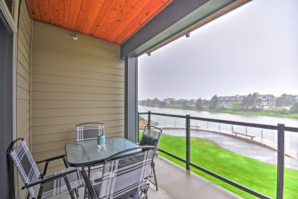 This 2-bedroom, 2-bathroom vacation rental condo in Seaside features a balcony overlooking the Necanicum River.