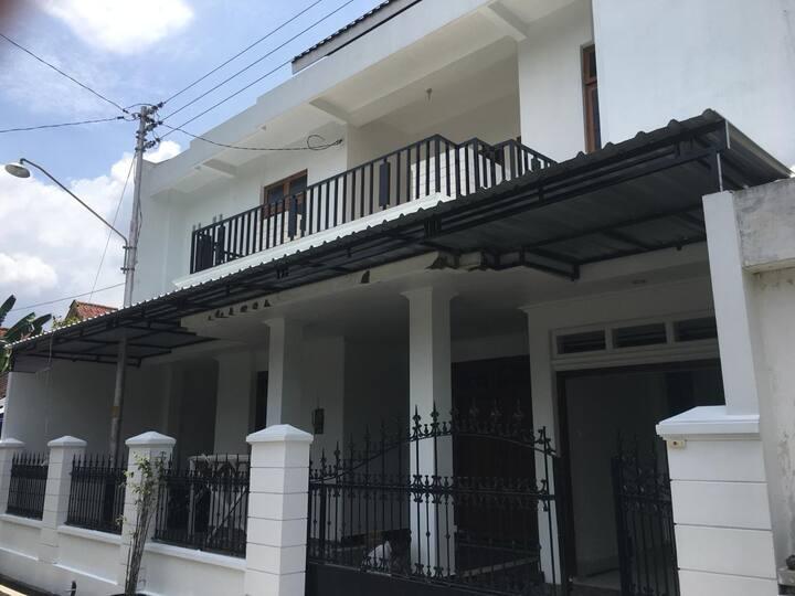 GRIYA RR KOST & GUEST HOUSE