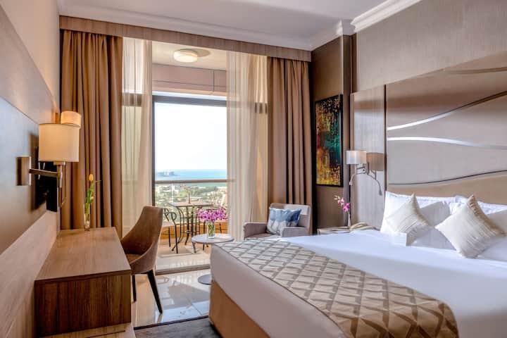 1 Bedroom Comfortable & Elegant Suite Near Metro