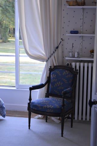 Chambre Bleue - grand repos - vue sur le parc